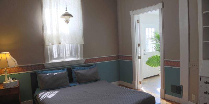garden flat with queen bed