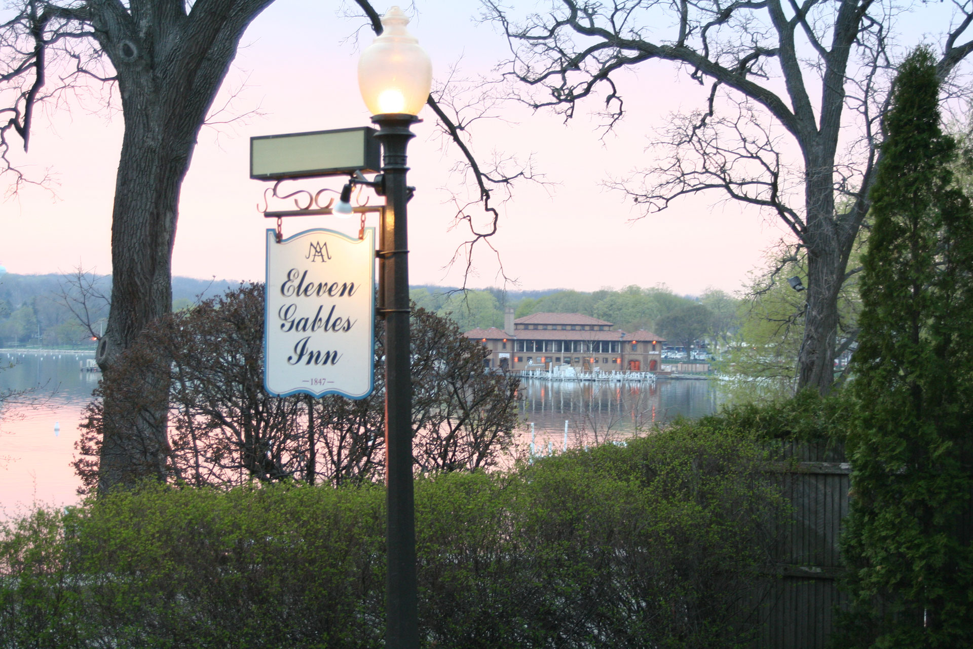 Eleven Gables Inn and Cottage
